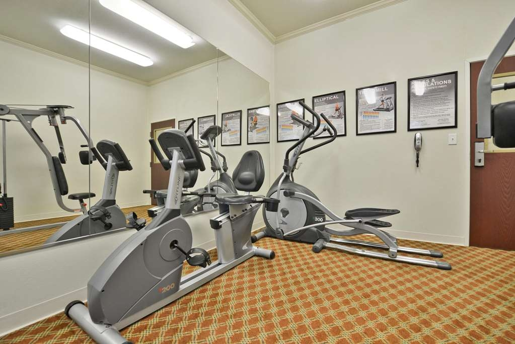 Best Western Limestone Inn & Suites - Maintain your home exercise routine in our fully equipped fitness center.
