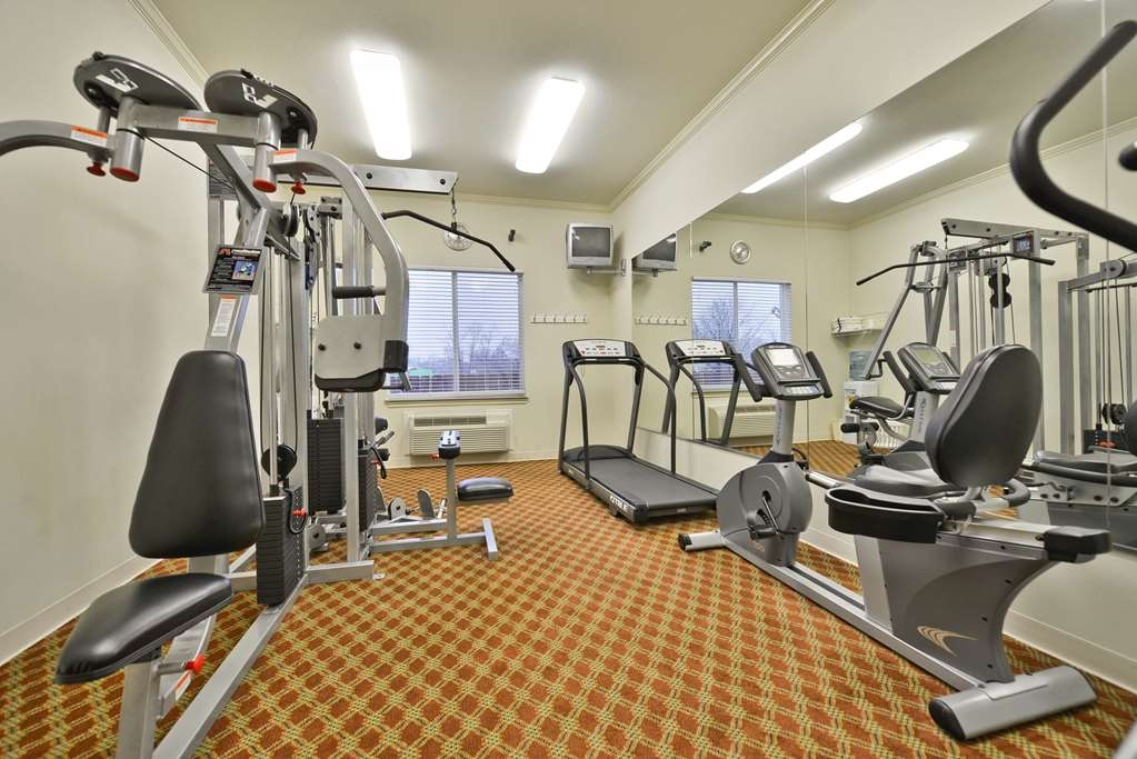 Best Western Limestone Inn & Suites - Catch an episode of your favorite show while working off those pesky calories.