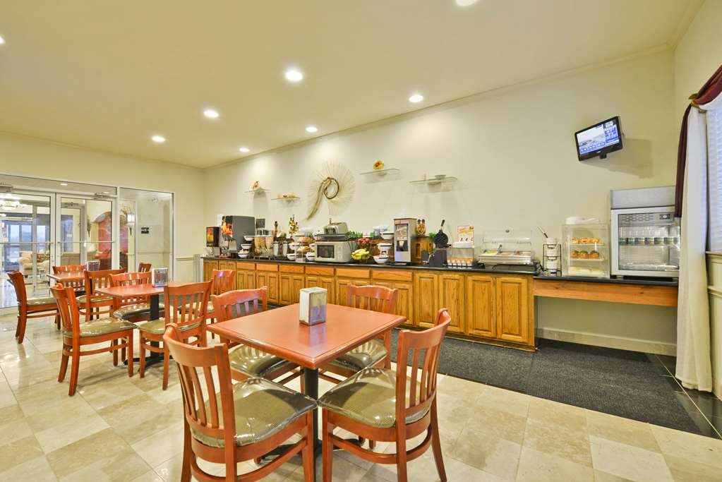 Best Western Limestone Inn & Suites - Sit down and enjoy the morning news while sipping a delicious cup of coffee.