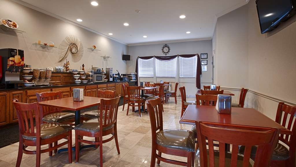 Best Western Limestone Inn & Suites - The relaxing atmosphere of our breakfast room is the perfect location to start your day.