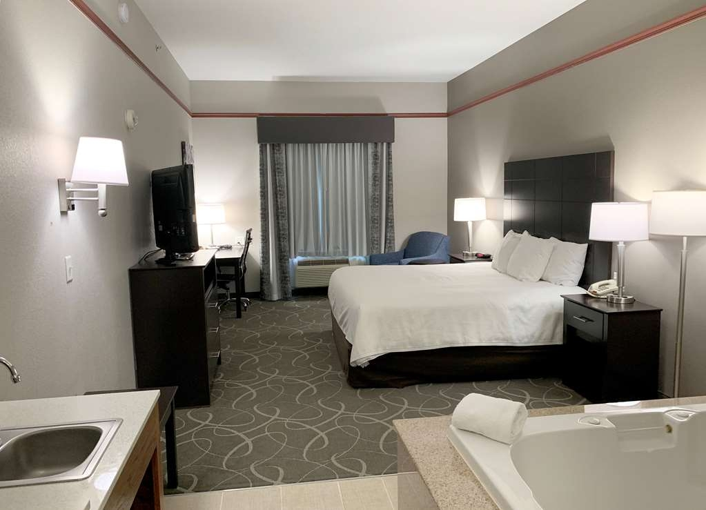 Best Western Limestone Inn & Suites - Book our king whirlpool suite and relax the night away in our in-room whirlpool spa.