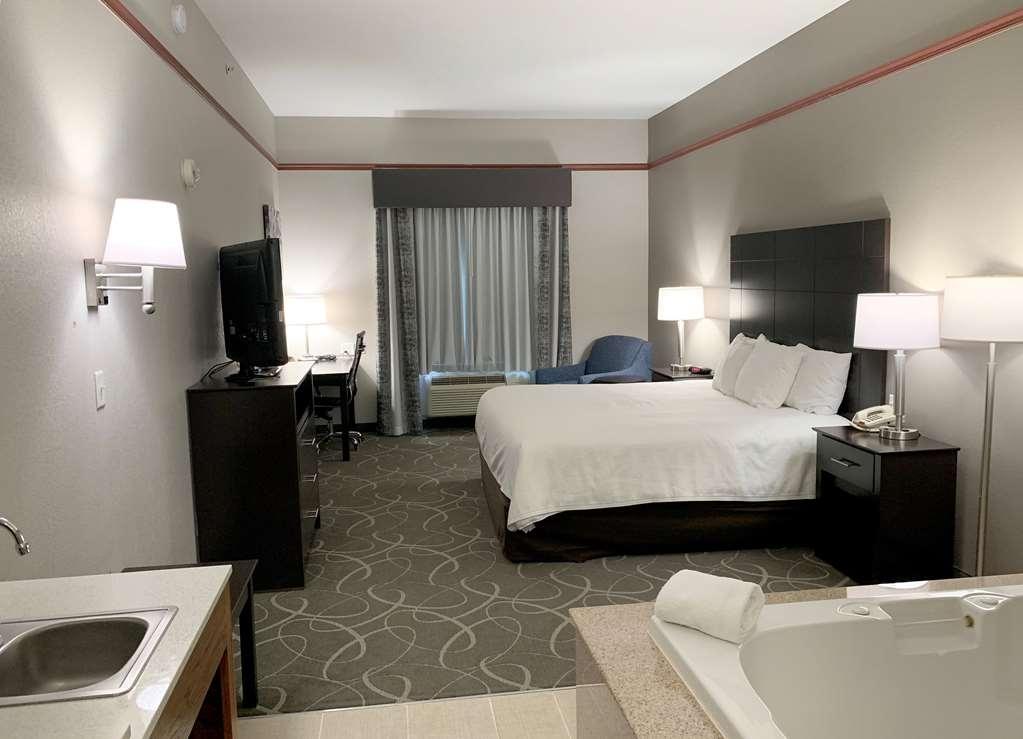 Best Western Limestone Inn & Suites - whirlpool