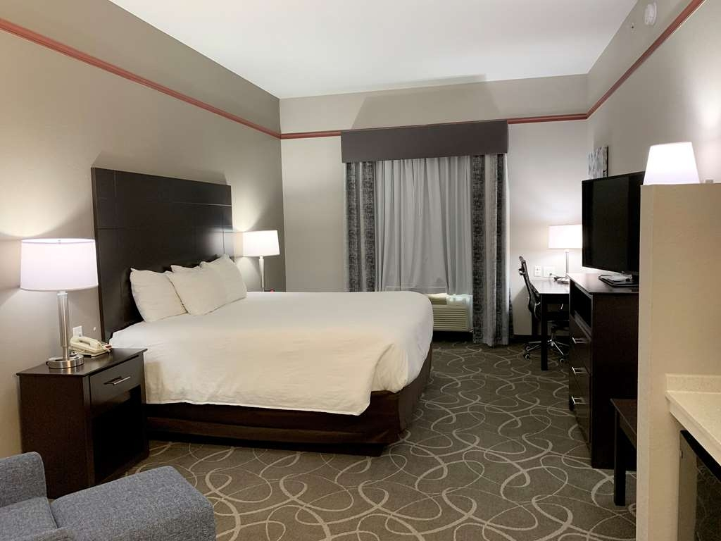 Best Western Limestone Inn & Suites - Don't miss the morning news with our 47-inch flat screen TV available in every room.