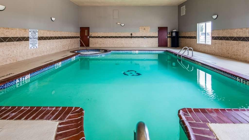 Best Western South Plains Inn & Suites - Piscina