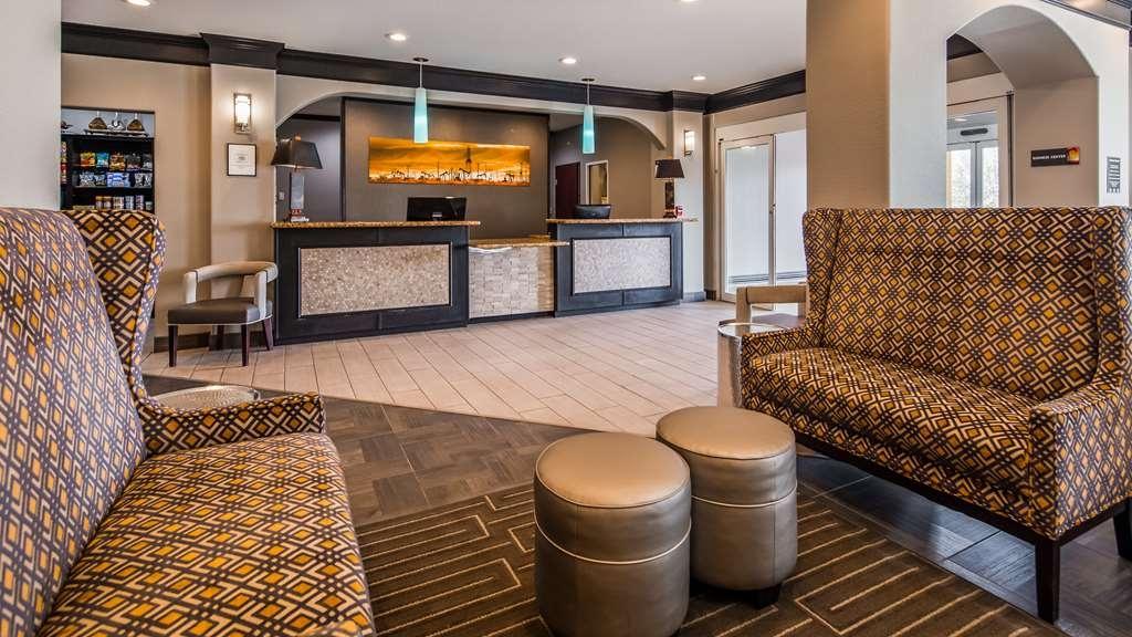 Best Western South Plains Inn & Suites - Hall