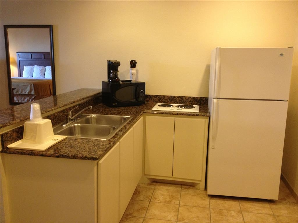 Best Western Lockhart Hotel & Suites - The Kitchenette Suite offers distinct areas for sleeping, eating and working.