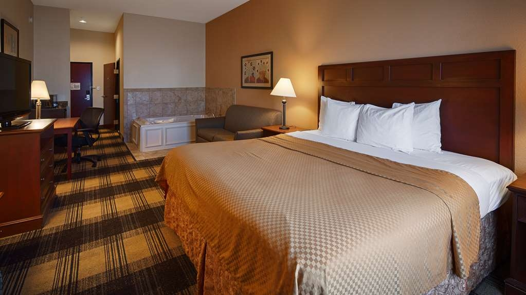 Best Western Lockhart Hotel & Suites - King Suite with Jacuzzi