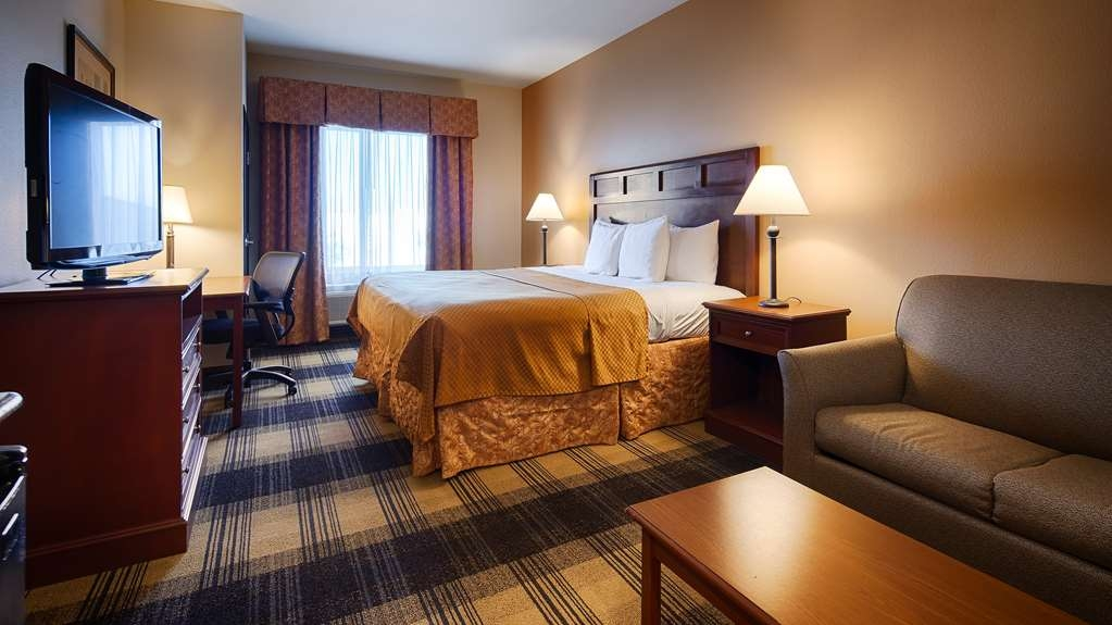 Best Western Lockhart Hotel & Suites - Relax after a long day of travel in our king guest room.