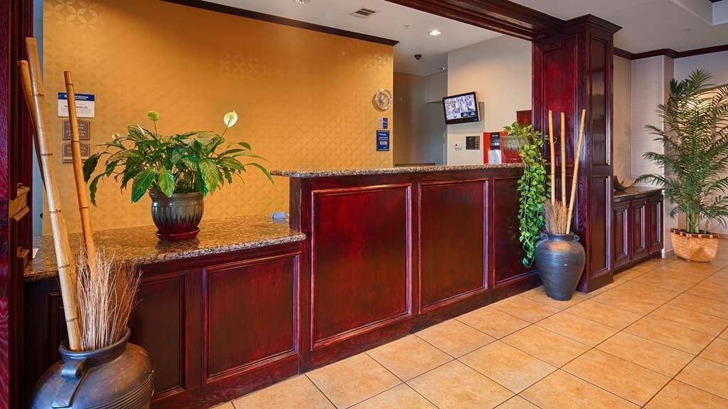 Best Western Lockhart Hotel & Suites - reception