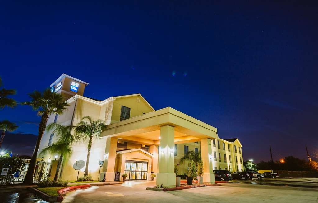 Best Western Sugarland Inn - Pull up and make yourself at home at the Best Western Sugarland Inn.