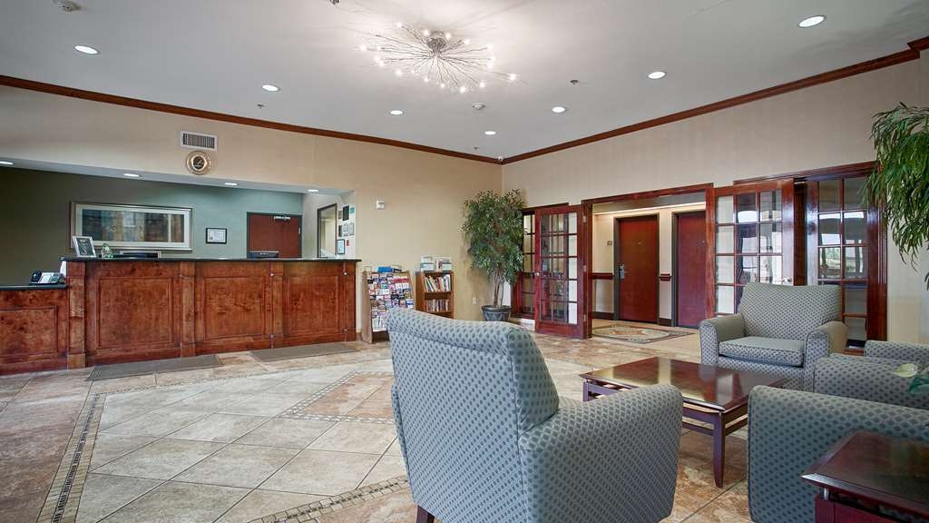 Best Western Mineola Inn - The moment you step into our hotel lobby you'll feel like part of our family stay with people who care.