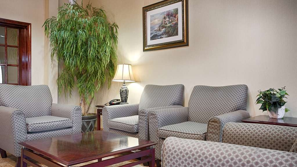 Best Western Mineola Inn - Come and enjoy the hotel lobby offering a place to socialize with other guests or members of your party.