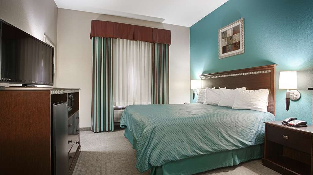 Best Western Mineola Inn - Relax after a long day of travel in our king guest room.