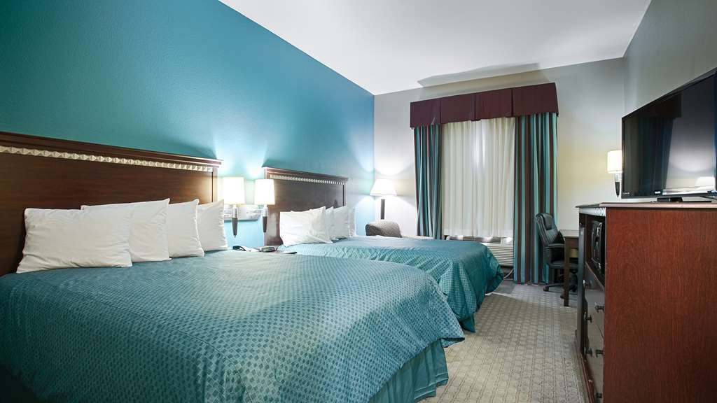 Best Western Mineola Inn - Bring your whole family along and book a two queen guest room.