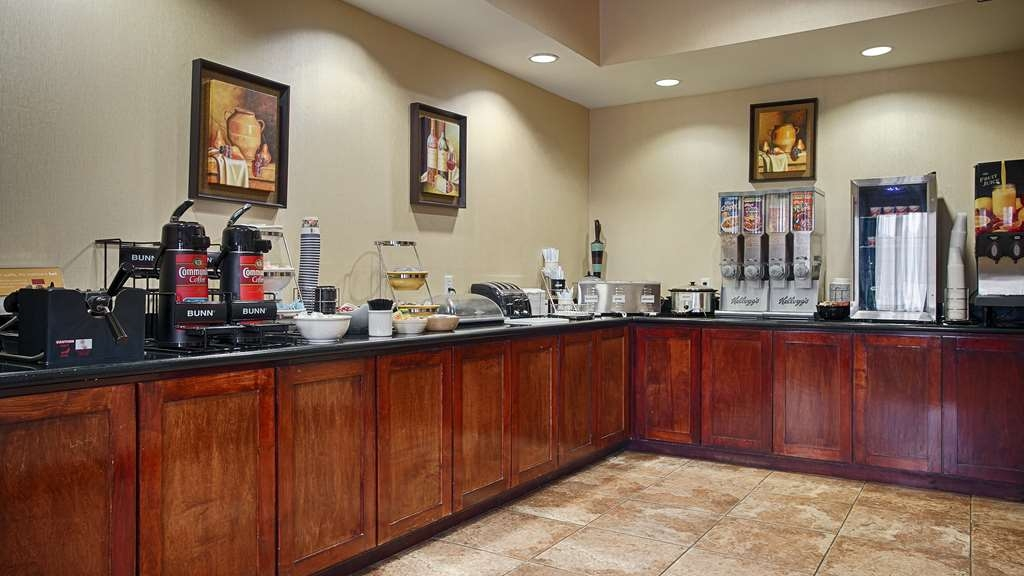 Best Western Mineola Inn - Start your day off right with a complimentary continental breakfast.