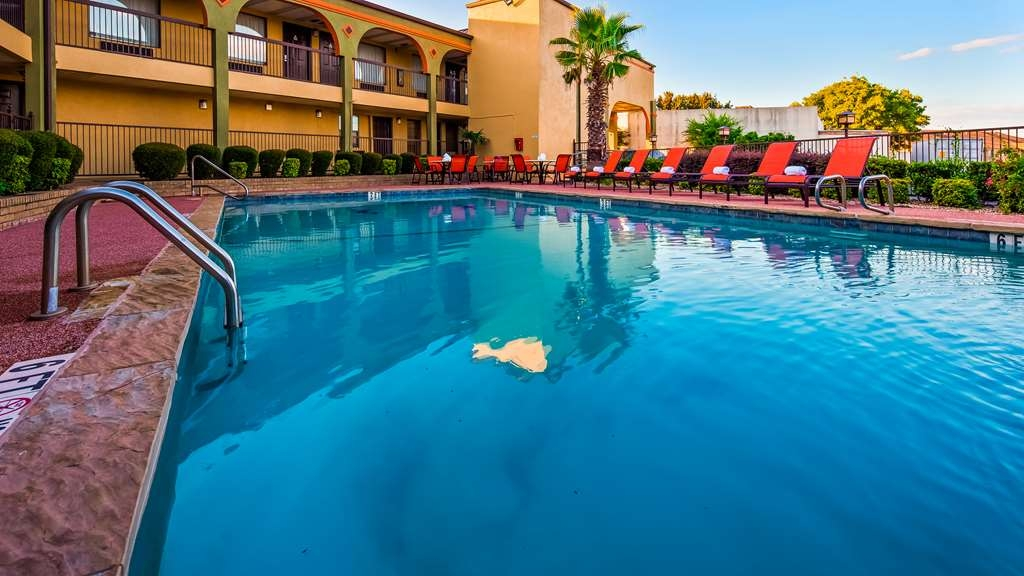 Best Western Mt. Pleasant Inn - Vista de la piscina