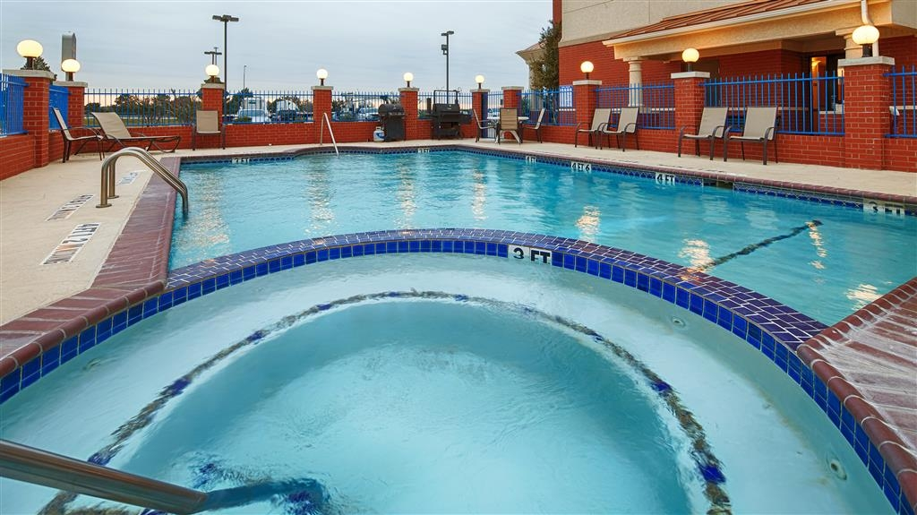 Best Western Plus Sweetwater Inn & Suites - Have some family fun in our outdoor pool and hot tub; open seasonally.