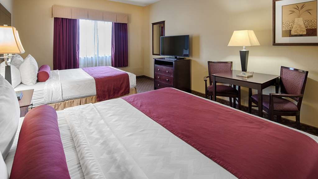 Best Western Plus Mansfield Inn & Suites - Bringing the family along? Make a reservation in this 2 queen room.