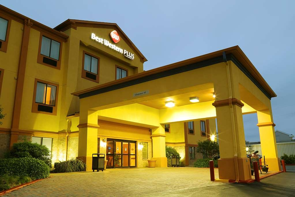 Best Western Plus Schulenburg Inn & Suites - Be treated like family the moment you step into this Best Western Plus Schulenburg Inn & Suites hotel.