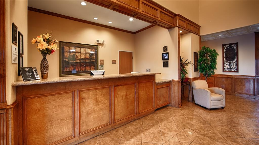 Best Western Plus Schulenburg Inn & Suites - From the moment you enter our hotel, our caring 24-hour front desk staff will make you feel welcome.