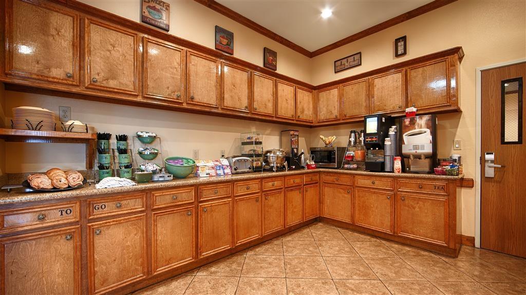 Best Western Plus Schulenburg Inn & Suites - Zona de desayunos