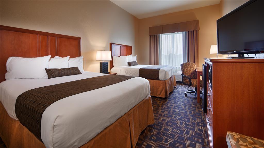 Best Western Plus Schulenburg Inn & Suites - Habitación con dos camas de matrimonio grandes