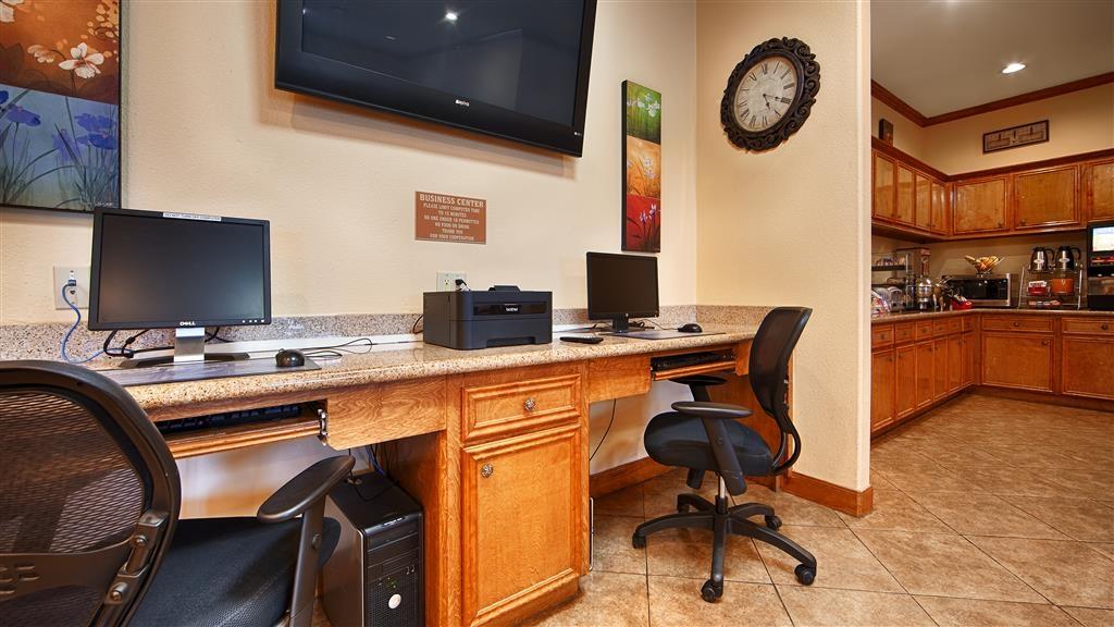 Best Western Plus Schulenburg Inn & Suites - Nuestro centro de negocios cuenta con acceso gratuito a Internet de alta velocidad e impresora.