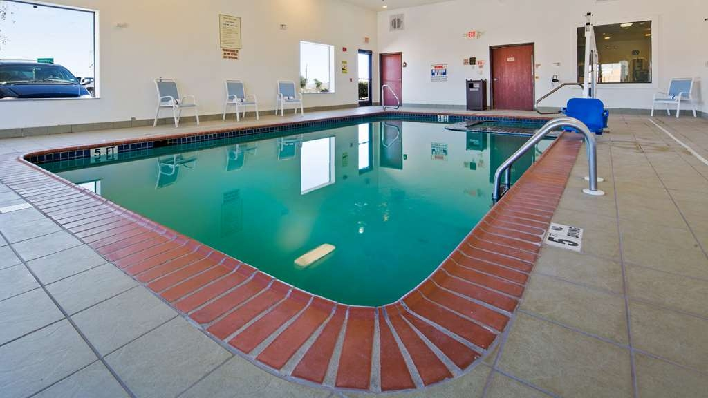 Best Western Palace Inn & Suites - piscina cubierta