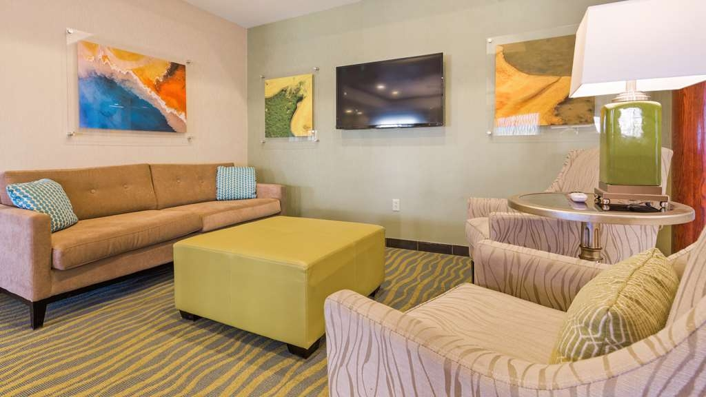 Best Western Palace Inn & Suites - Hotel Lobby