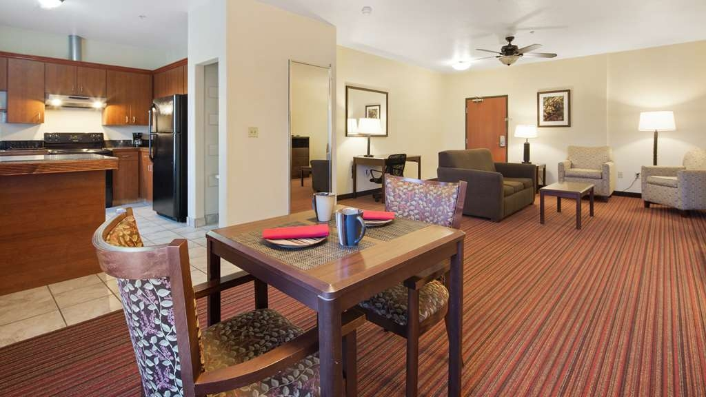 Best Western Palace Inn & Suites - Apartmento