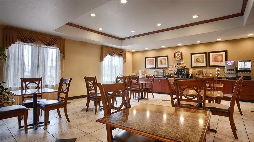 Best Western Palace Inn & Suites - Breakfast Area
