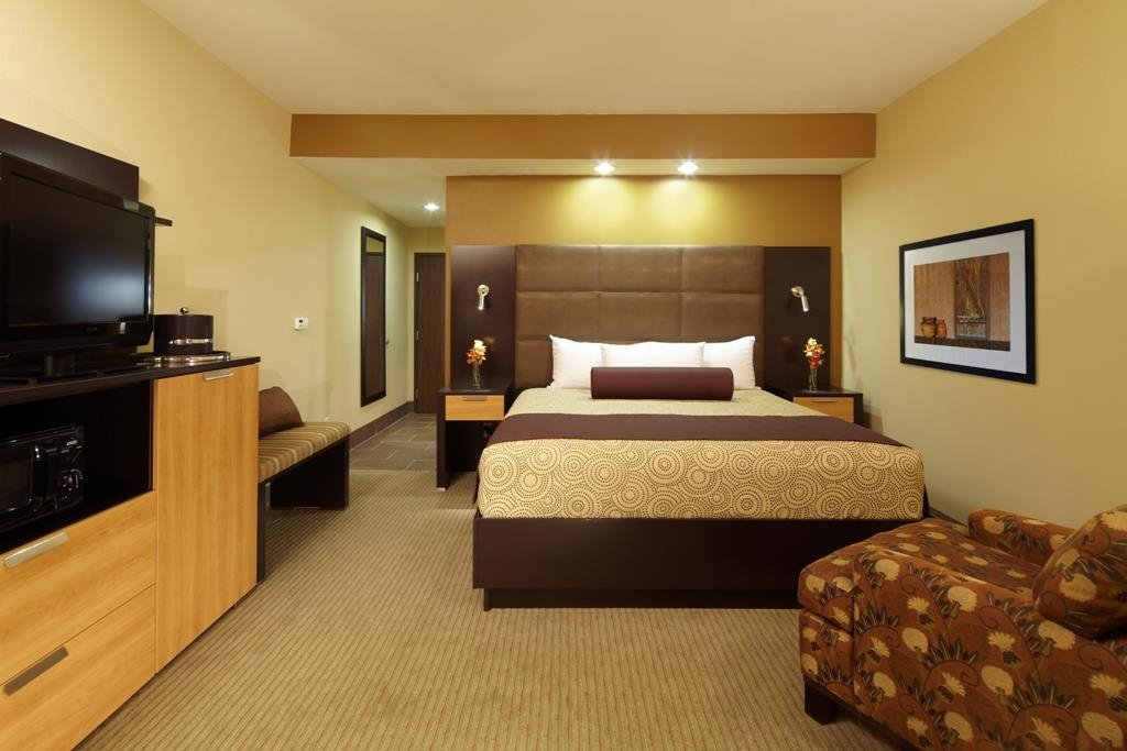 Best Western Premier Bryan College Station - Our comfortable and spacious king room comes furnished with a 42-inch LED flat screen and an ergonomic Herman Miller office chair.