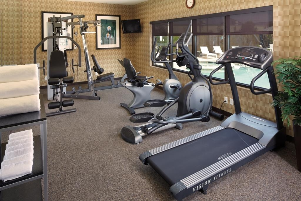 Best Western Premier Bryan College Station - State-of-the-art work out facility includes a multi-gym unit and flat screen television for your pleasure.