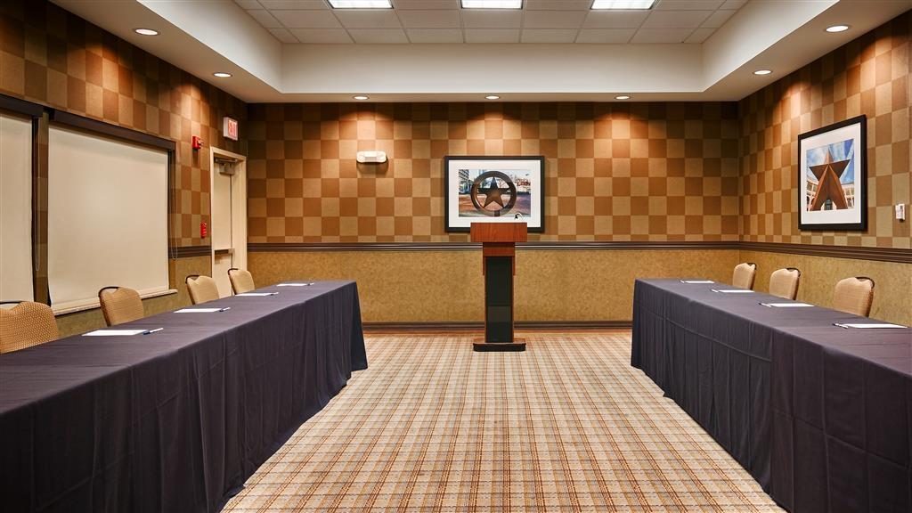 Best Western Premier Bryan College Station - Besoin d'organiser une réunion d'affaires? Nous disposons de l'espace nécessaire pour vous accueillir, vous et vos clients.