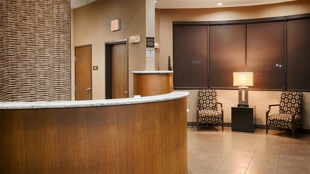 Best Western Premier Bryan College Station - The moment you step into our modern lobby, you'll feel like part of our family.