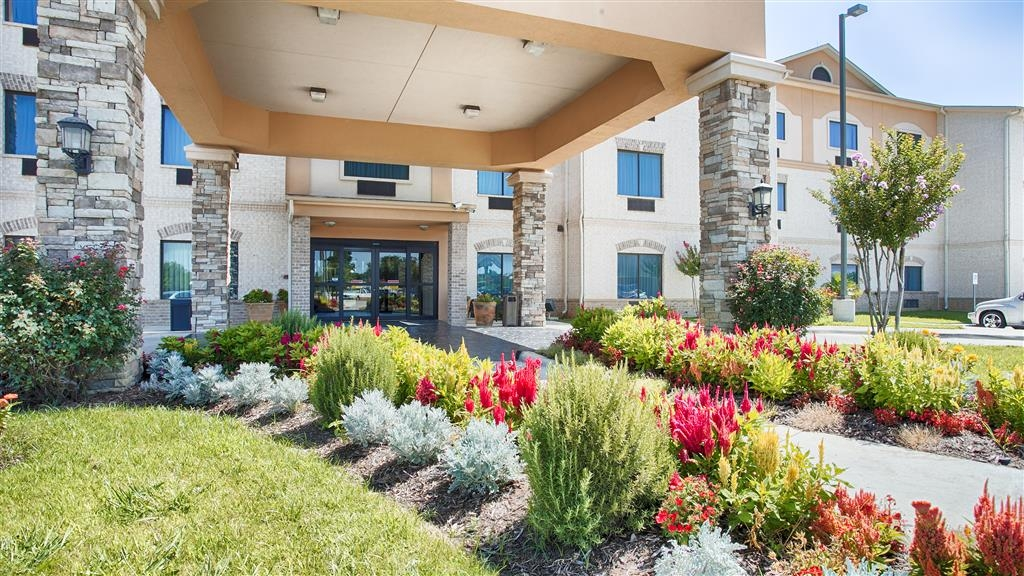 Best Western Plus Burleson Inn & Suites - We pride ourselves on being one of the finest hotels in Burleson.