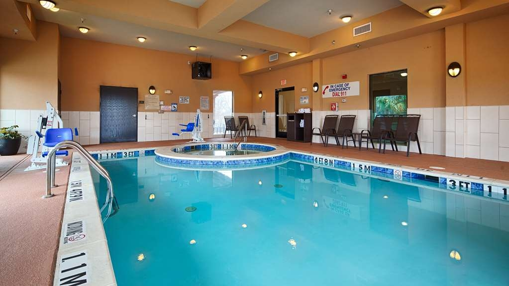 Best Western Plus Burleson Inn & Suites - Piscina