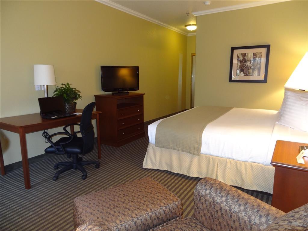 Best Western Hebbronville Inn - Bénéficiez de l'ambiance paisible de notre chambre avec lit king size.