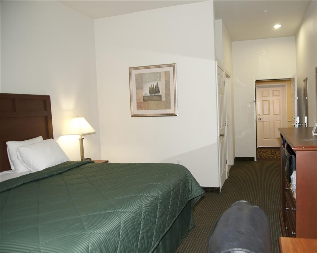 Best Western Comanche Inn - Our spacious king guest room has all the comforts of home at your fingertips.
