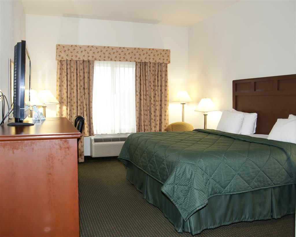 Best Western Comanche Inn - Don't miss the morning news with our flat screen TV in every room.