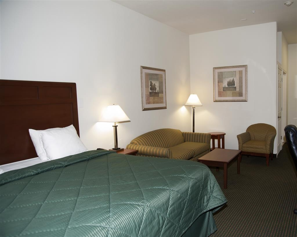 Best Western Comanche Inn - Use the sofabed in our king deluxe suite for extra sleeping space without the cost of an additional room.