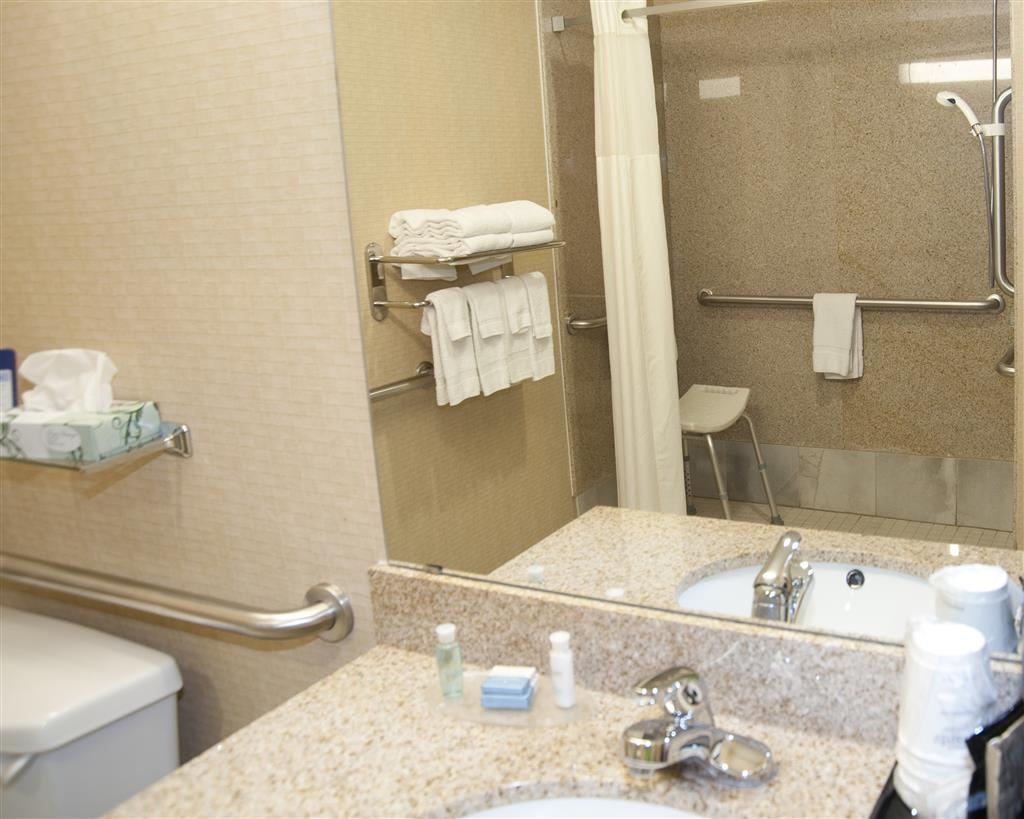 Best Western Comanche Inn - Our mobility accessible bathroom features complimentary shampoo/conditioner, lotion and a roll-in shower.
