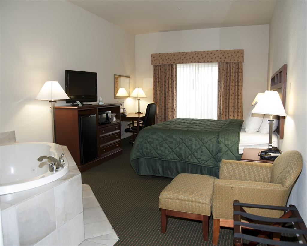 Best Western Comanche Inn - Book our king Jacuzzi® room and relax the night away in our in-room Jacuzzi®.