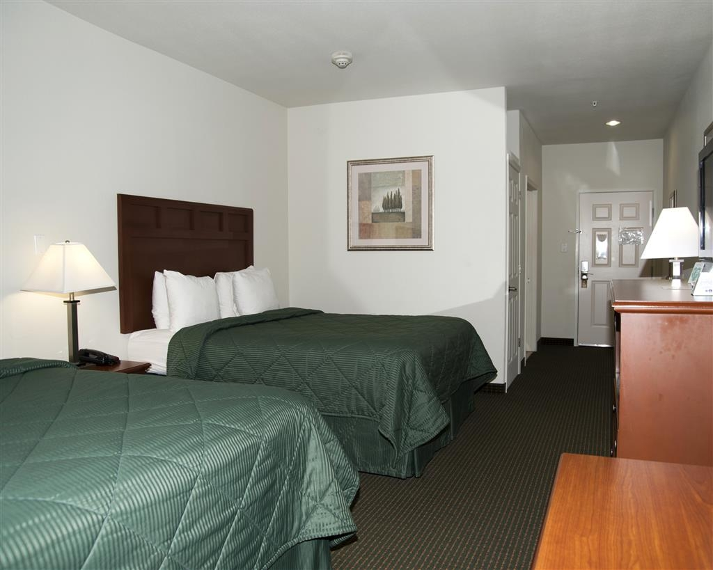 Best Western Comanche Inn - This two queen guest room is equipped with a microwave and a refrigerator for your snacking needs.