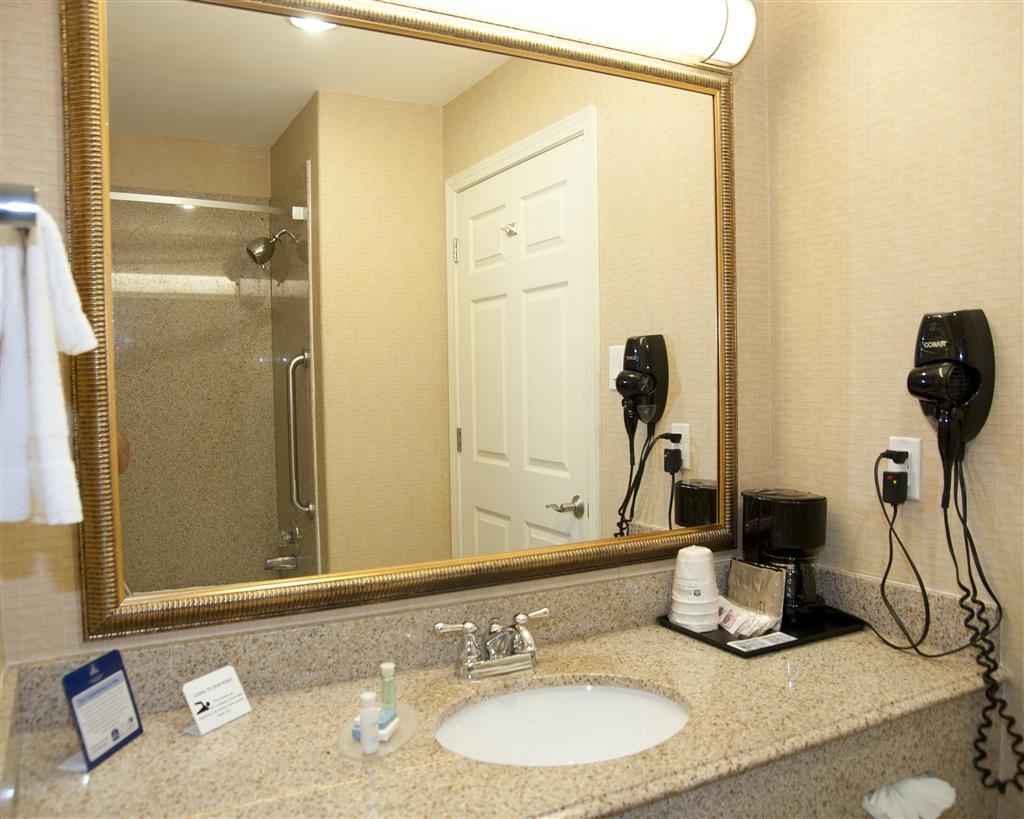 Best Western Comanche Inn - Forgot Shampoo? Don't worry we have you covered, complimentary shampoo/conditioner and lotion are provided.