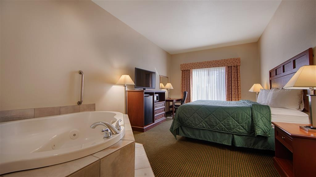 Best Western Comanche Inn - King Bed Guest Room with Jacuzzi®