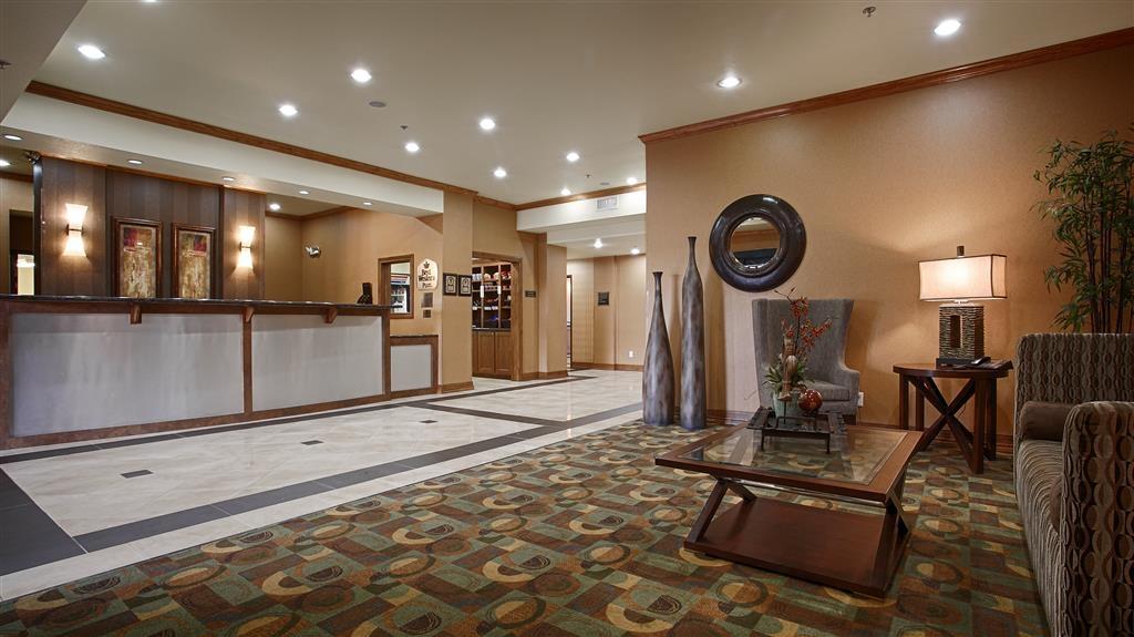 Best Western Plus Christopher Inn & Suites - Vista del vestíbulo