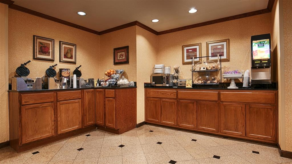 Best Western Alamo Suites - Rise and shine with a complimentary breakfast every morning.