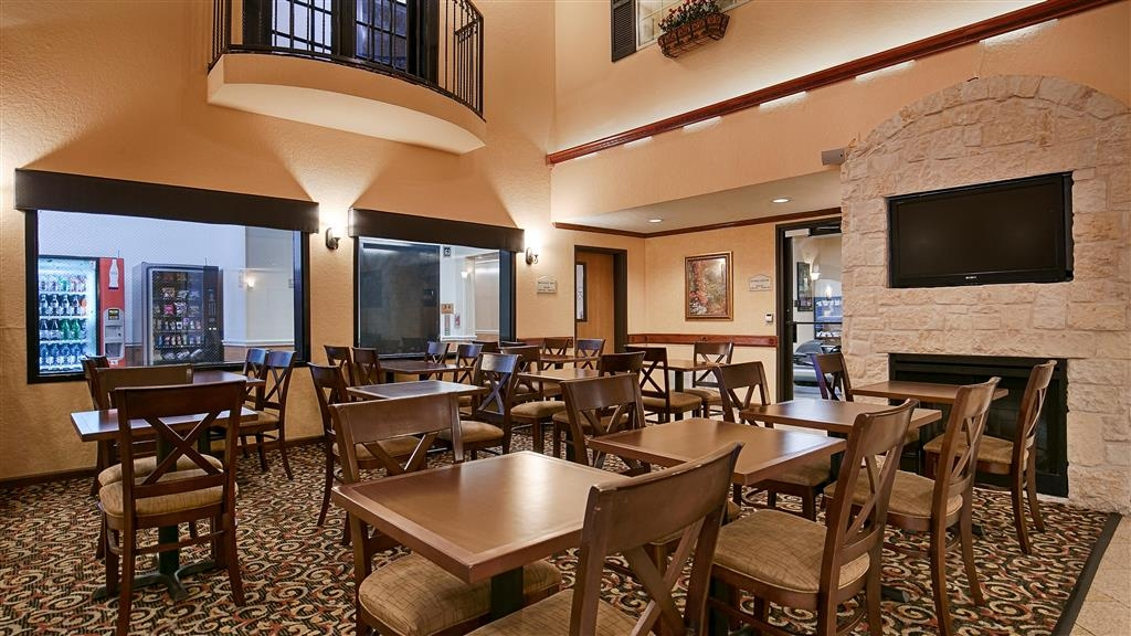 Best Western Alamo Suites - Our breakfast room offers intimate dining for couples and smaller groups.
