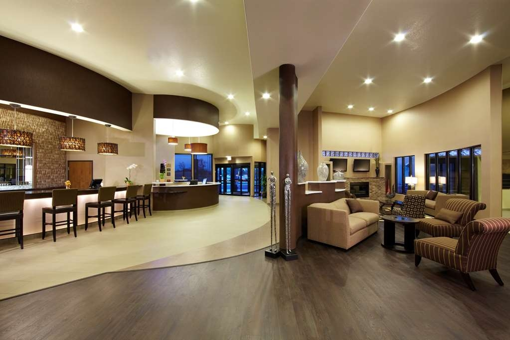 Best Western Plus Lackland Hotel & Suites - Hall